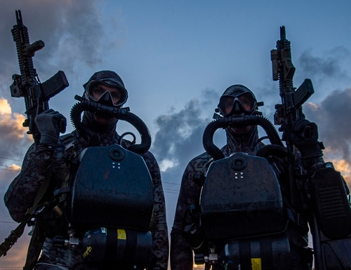 Sailors assigned to Naval Special Warfare Group 2 conduct May 29 dive operations on the East Coast of the United States. (Senior Chief Mass Communication Specialist Jayme Pastoric/Navy)