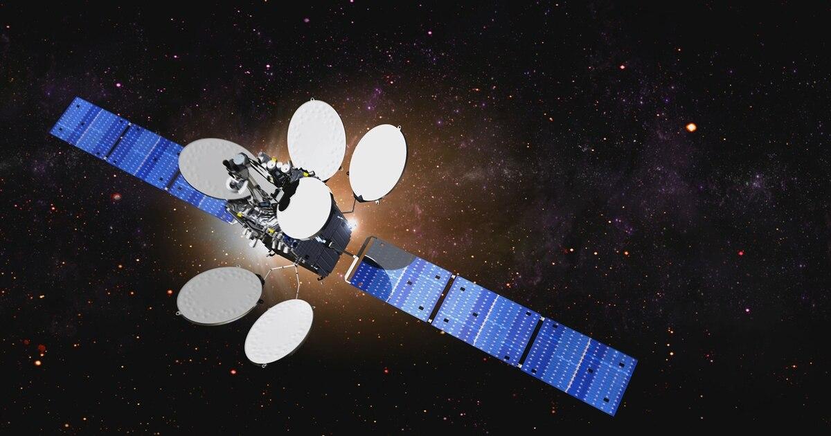 Russian satellite creeps up to Intelsat satellite - again