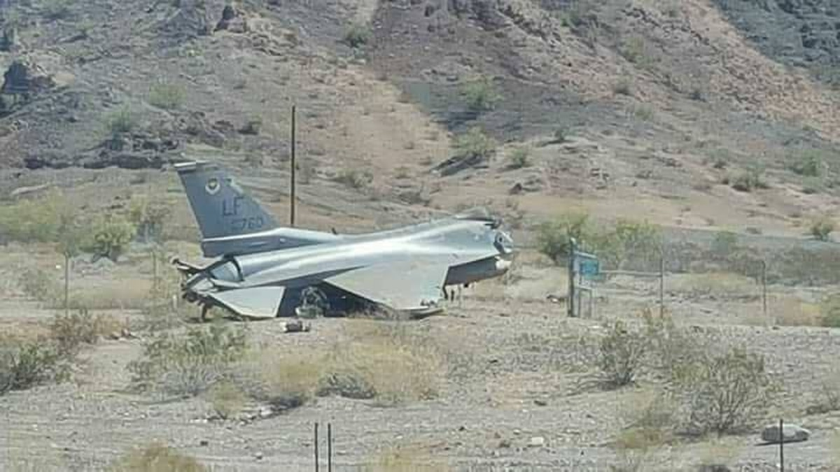 F-16 crashes in western Arizona; pilot released from hospital