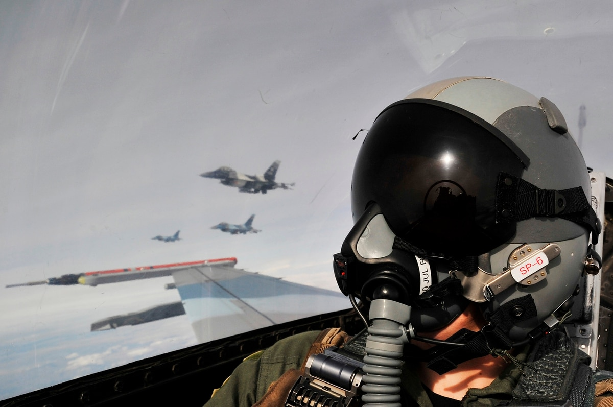 Air Force leaders plan incentives to fix fighter pilot shortage