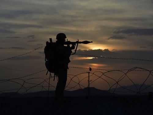 A Pakistani border security guard stands alert at Pakistan-Afghanistan border post, Chaman in Pakistan, Friday, May 5, 2017. (Matiullah Achakzai/AP)
