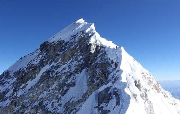 Team members move across a series of ridges on their way to Earth's highest altitude. (Matt Moniz)