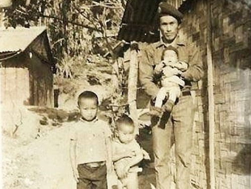 Capt. Song Khoua Xiong, the commander of a Hmong guerilla unit in Laos that allied with the Americans during the Secret War, and his children are shown in Long Tieng in 1969 or 1970. (Photo courtesy of Lee Pao Xiong)