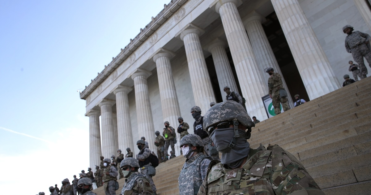 Watch this National Guard formation get schooled on tactics by a civilian protestor