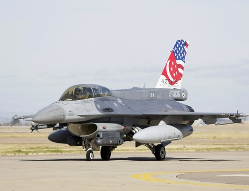 A Republic of Singapore Air Force F-16D is shown at Luke Air Force Base. (Singapore's Defence Ministry)