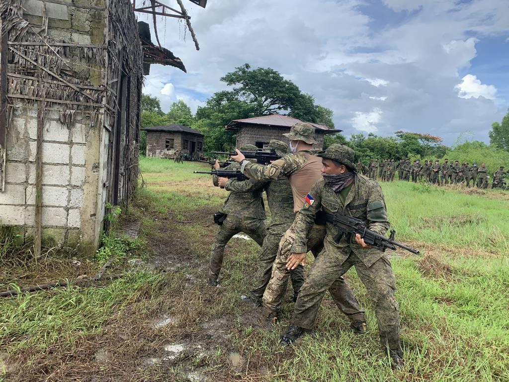 Los soldados de la SFAB se dirigen en equipos más pequeños a más lugares