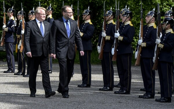 Swedish Minister for Defence Peter Hultqvist (L) and Finland's Minister for Defence Jussi Niinisto (R) review the honour guard at the Karlberg Palace in Stockholm, Sweden, on June 5, 2015. AFP PHOTO / TT NEWS AGENCY / Bertil Ericson / ** SWEDEN OUT ** (Photo credit should read BERTIL ERICSON/AFP/Getty Images)