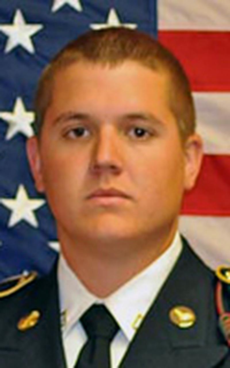 الجيش spc.  زاك شانون ، 21 عامًا ، من دنيدن ، فلوريدا ؛  تم تعيينه في الكتيبة الرابعة ، فوج الطيران الثالث ، لواء الطيران القتالي الثالث ، فرقة المشاة الثالثة ، مطار هنتر للجيش ، جورجيا ؛  توفي في 11 مارس 2013 في قندهار ، أفغانستان ، في تحطم طائرة هليكوبتر UH-60 بلاك هوك.  (عائلة شانون)