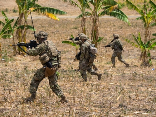 U.S soldiers from 1-27 Infantry Regiment, Wolfhounds, 2nd Infantry Brigade Combat Team, 25th Infantry Division participate in live-fire drills at Puslatpur Marine Base, Indonesia. (Maj. Leah Ganoni/U.S. Army)