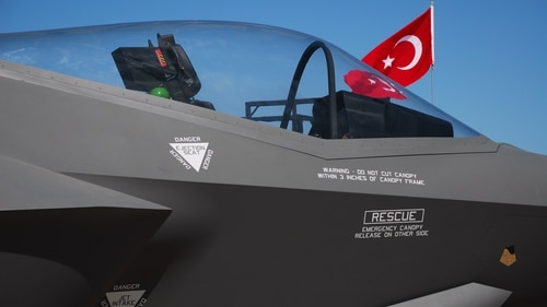 A mock-up of the F-35 cockpit on display at an air show in Cigli, Turkey. (dardanellas/Getty Images)