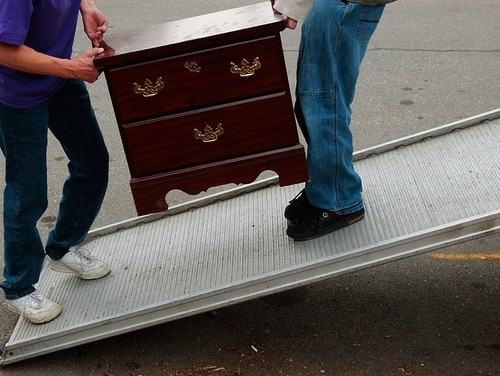 Do-it-yourself military movers can save on their transportation by comparison shopping and taking advantage of military discounts (Chris Hondros/Getty Images)