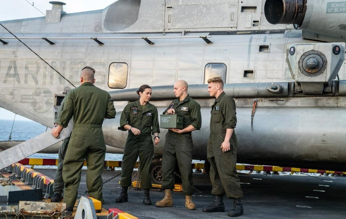 13th MEU holds at-sea memorial for Marine who died after falling