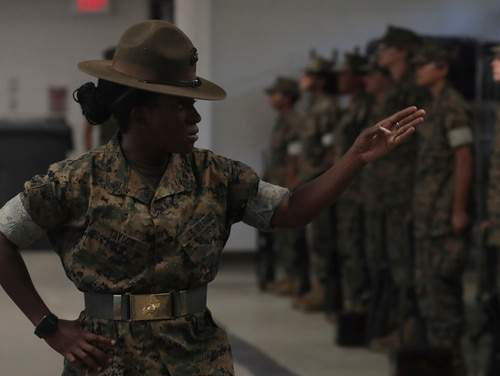 A drill instructor with Oscar Company, 4th Recruit Training Battalion, Platoon 4042, instructs her platoon on Marine Corps Recruit Depot Parris Island, S.C., Sept. 6, 2019. (Lance Cpl. Shane T. Manson/Marine Corps)