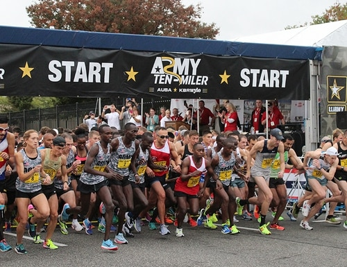 The first wave of more than 35,000 Army Ten-Miler competitors takes off from the starting line of the 33rd annual event Oct. 8, 2017, in Washington, D.C. (J. Rush Jordan/Department of Veterans Affairs)