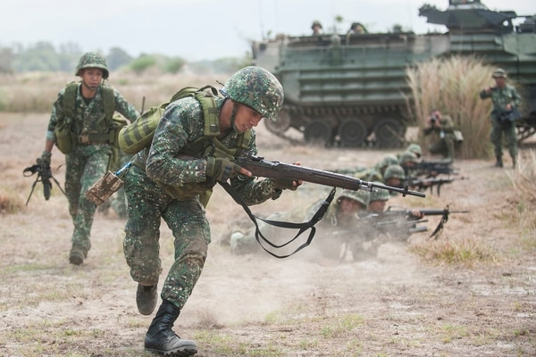 Philippine Marines assigned to 10th Marine Company, Philippine Marine Corps, move into assault positions during an amphibious exercise (AMPHIBEX) held at the Naval Education and Training Command, Naval Station Leovigildo Gantioqui, San Antonio, Zambales, Philippines, May 9, 2018, as part of Exercise Balikatan. (Mass Communication Specialist 2nd Class Markus Castaneda/Navy)
