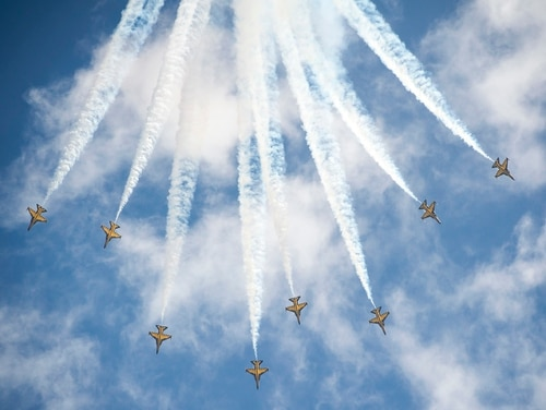 The 2018 Singapore International Air Show will kick off Feb. 6 at Changi International Airport. This photo shows the Republic of Korea Air Force Black Eagles aerial demonstration team performing during the air show on Feb. 21, 2016. (Capt. Raymond Geoffroy/U.S. Air Force)