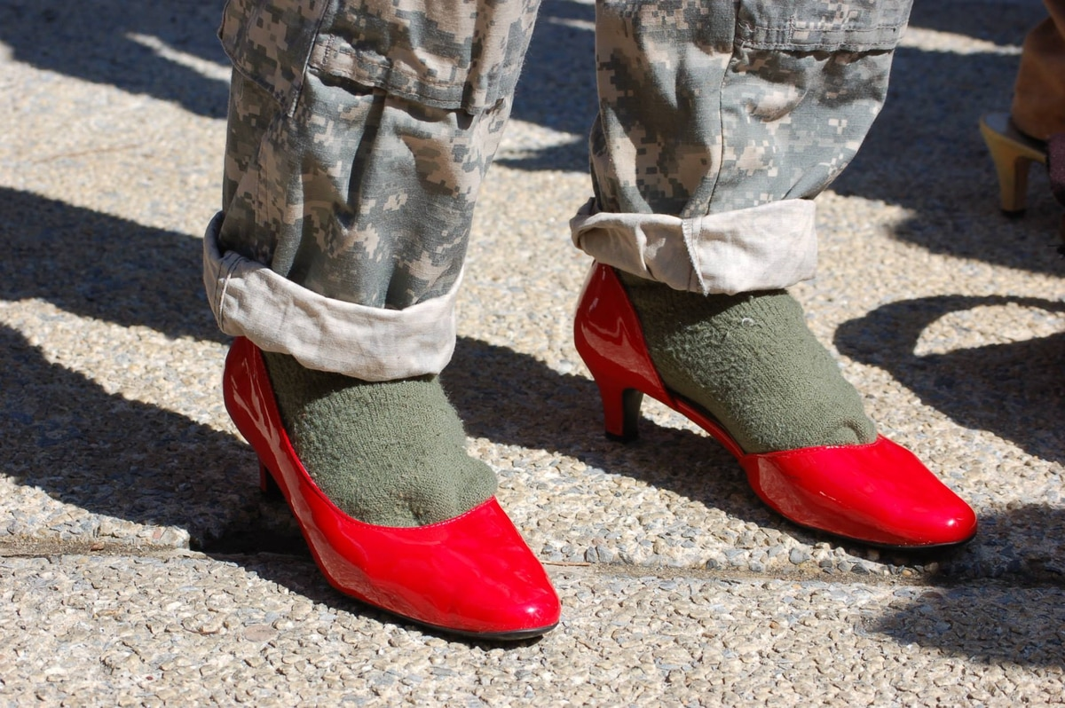 Soldiers In High Heels Draw Online Outburst