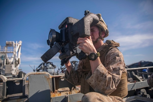 Lance Cpl. Brandon Donnelly, an anti-tank missile Marine with the 22nd Marine Expeditionary Unit, looks through a command launch unit on the flight deck of the Wasp-class amphibious assault ship Kearsarge (LHD-3). (Lance Cpl. Tawanya Norwood/Marine Corps)