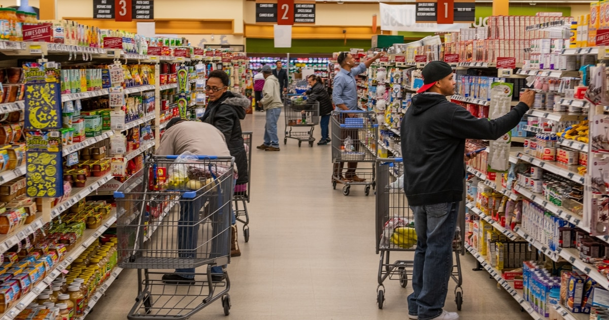 Here's how much you're saving in military commissaries
