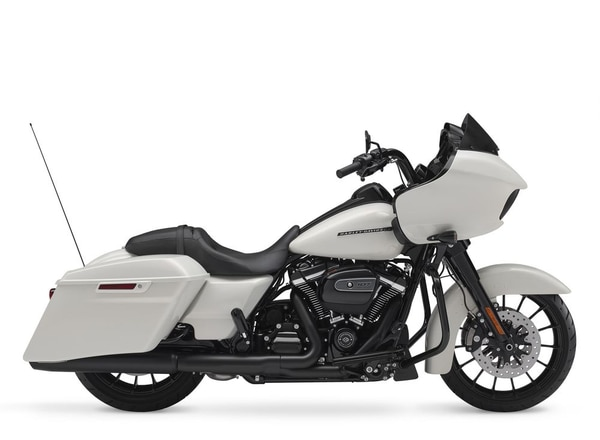 Stretched bags, 6.5 GT Infotainment system, Reflex linked Brembo with ABS, security system, blacked-out finishes, and painted inner fairing are standard on both the Street Glide Special and Road Glide Special for 2018. But only the Road Glide Special gets this sweet Bonneville Salt Denim finish. (Harley-Davidson)