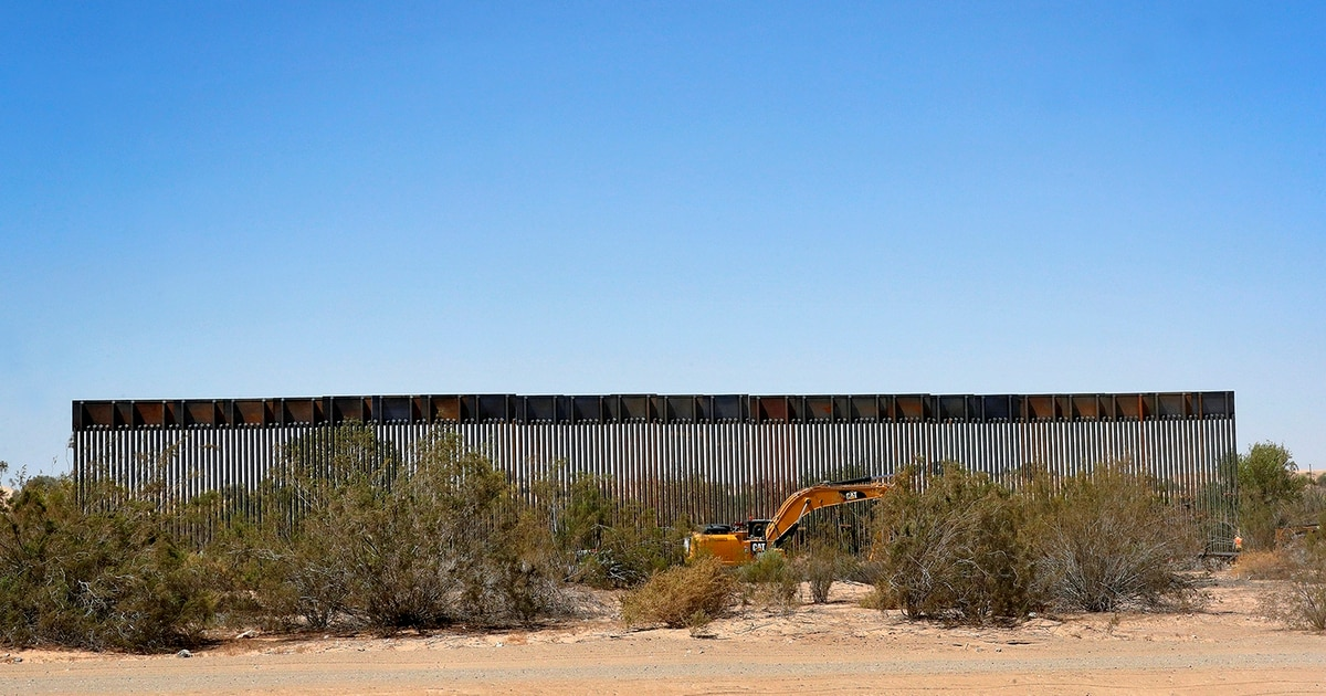 About a mile of new wall built each day along Mexico border, Pentagon says