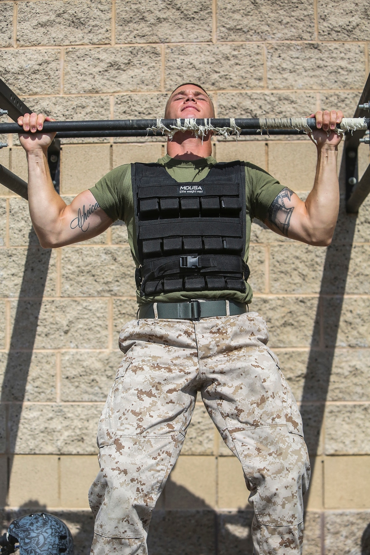 Corp Dalton Kirkey From Lansing Mich A Financial Resource Management Yst With I Marine Expeditionary Force Headquarters Group Does Pull Ups