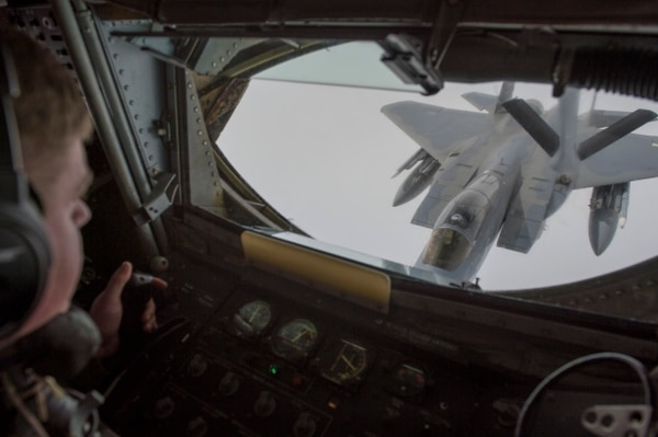 U.S. Air Force Tech. Sgt. Michael Voorhees, with 909th Air Refueling Squadron, refuels an F-15C in support of Valiant Shield on Sept 20, 2018. (MC3 Darienne Slack/U.S. Navy)
