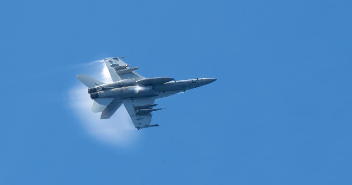 Navy jet crashes in Death Valley