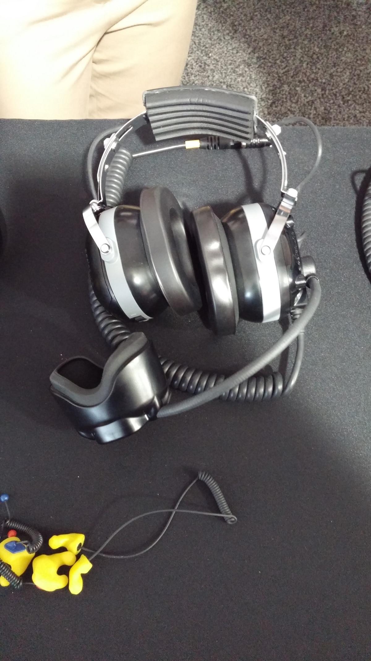 Flight Deck Headset Compensates for F-35 Engine Noise