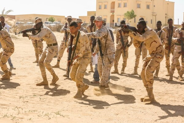 Marines and sailors with the Special-Purpose Marine Air-Ground Task Force Crisis Response-Africa train with Mauritanian forces to assist in building their capacity to counter terrorism and provide sovereign security. (Cpl. Olivia McDonald/Marine Corps)