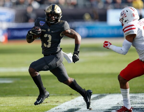 Army running back Jordan Asberry (3) rushes the ball against Houston during the first half of Armed Forces Bowl NCAA college football game Saturday, Dec. 22, 2018, in Fort Worth, Texas. (Jim Cowsert/AP)