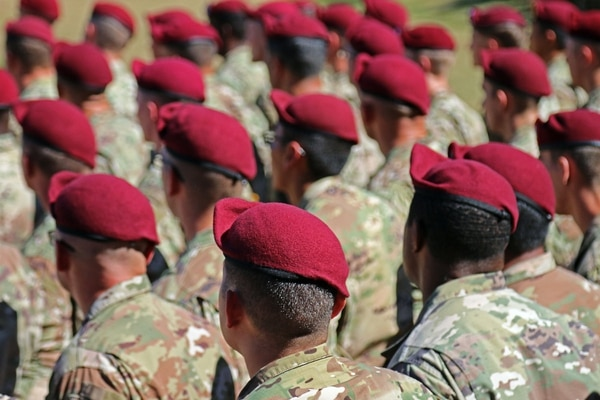 New 82nd Airborne Division paratroopers wear maroon berets for the first time during the Airborne Integration Course beret-donning ceremony, Oct. 5, 2017, at Fort Bragg, N.C. (Sgt. Paige Behringer/Army)
