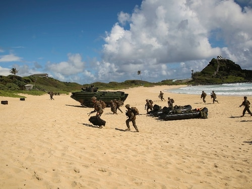 U.S. Marines with Company E, Battalion Landing Team 2nd Battalion, 3rd Marine Regiment, assault a beach during Rim of the Pacific (RIMPAC) 2016 at Marine Corps Base, Hawaii, July 30, 2016. (Pfc. Sandra Garduno/Marine Corps)