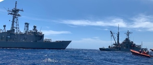 Military Sealift Command's rescue and salvage ship Grasp takes control of the decommissioned Oliver Hazard Perry-class frigate Ford's tow from fleet ocean tug Sioux off the coast of Hawaii on Sept. 9. (Sarah Burford/Military Sealift Command)