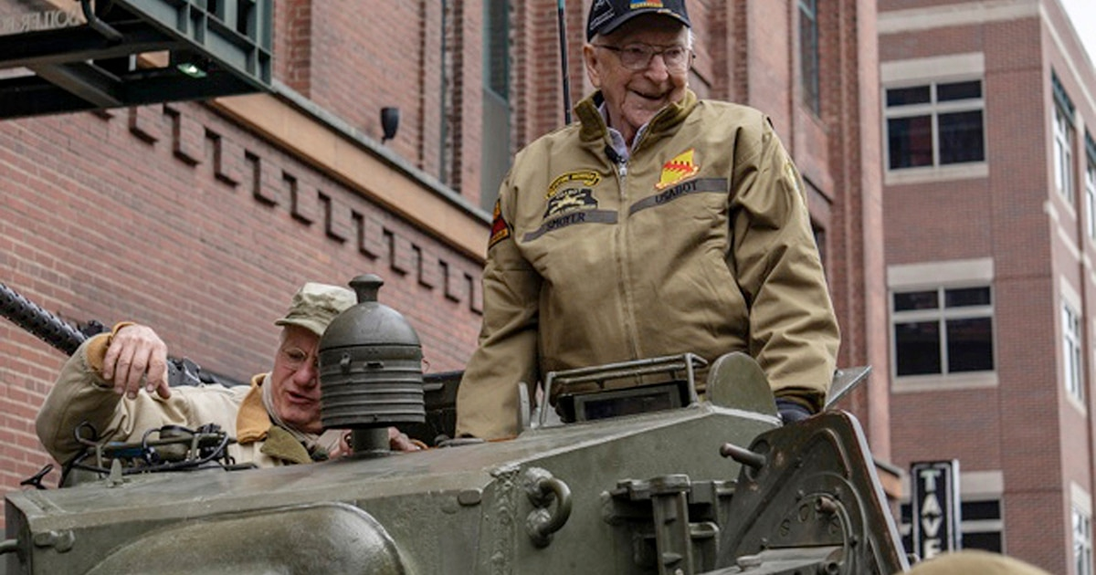 WWII tank gunner, now 95, pays tribute to the highest