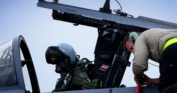 The military's stunning fighter pilot shortage: One in four billets