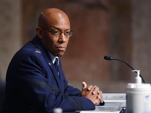 Jenderal Charles Q. Brown, dinominasikan untuk pengangkatan kembali pangkat jenderal dan kepala staf Angkatan Udara AS, bersaksi selama sidang nominasi Komite Angkatan Bersenjata Senat di Capitol Hill di Washington. (Kevin Dietsch / AP)