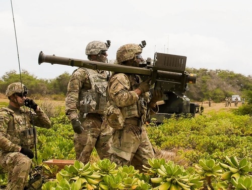 PACIFIC MISSILE RANGE FACILITY BARKING SANDS, Hawaii Soldiers with the 35th Air Defense Artillery Brigade, prepare to fire a Stinger missile using Man-Portable Air Defense Systems (MANPADs), during RIMPAC 2018 (Sgt. 1st Class Claudio Tejada/Army)