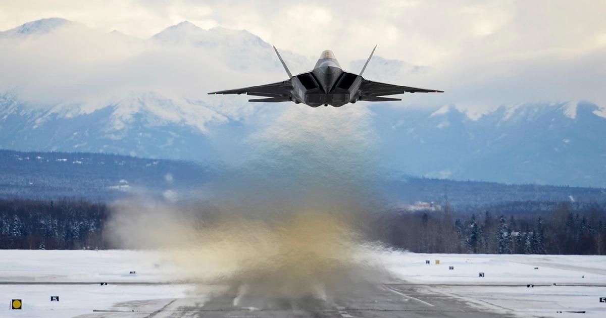 F-22s intercept Russian maritime recon aircraft near Alaska