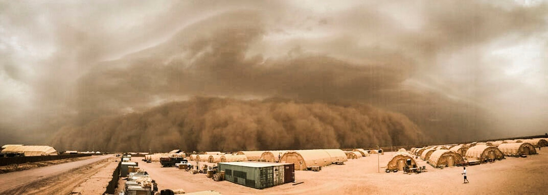 A sand storm descends on the air base in Niger. (Airman 1st Class Thomas Jamison/Air Force)