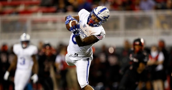 Air Force wide receiver Marcus Bennett catches a pass against UNLV during the first half. (Steve Marcus/Las Vegas Sun via AP)