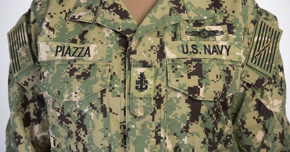 1d157290fb6 New Navy working uniform rollout starts this fall