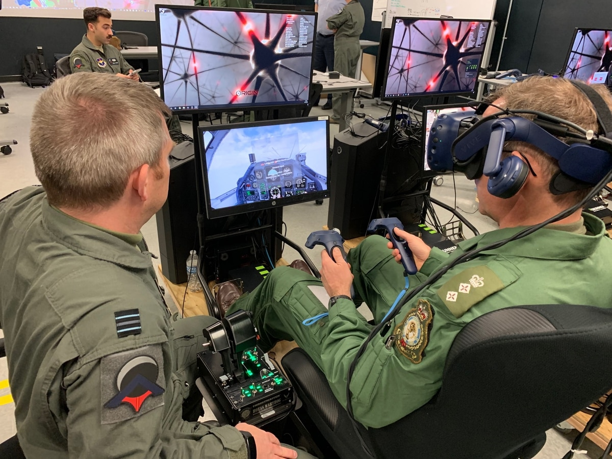 Virtual reality pilot training program graduates latest