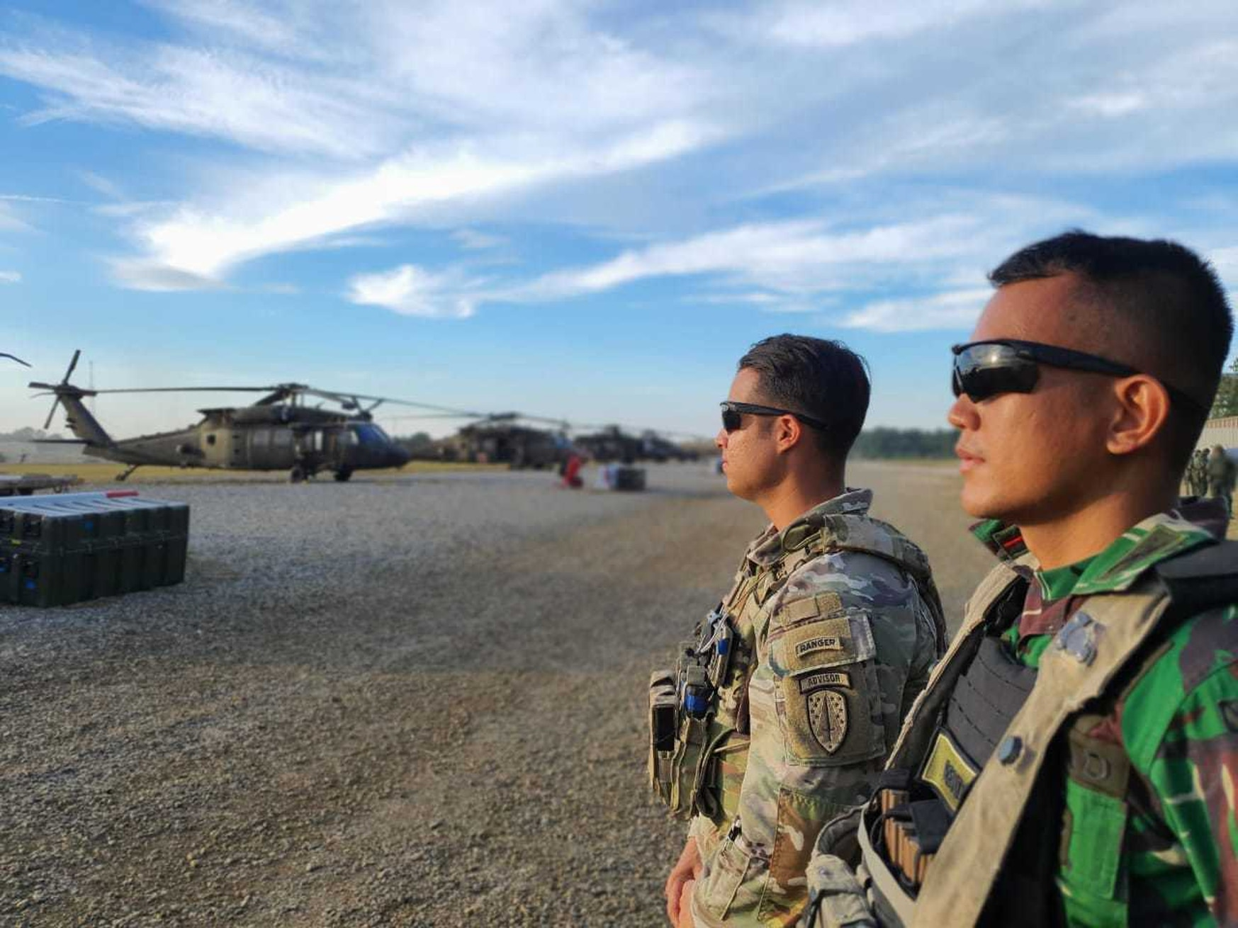 A 5th SFAB team leader, Capt. Kris Candelaria, stands alongside 1st Lt. Rendi Hardika Putera from the Indonesian Army as they prepare for an air movement at Fort Polk, La. (U.S. Army)