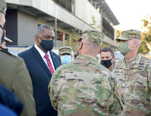 Defense Secretary Lloyd Austin meets with active-duty and National Guard leadership Feb. 24, 2021, at FEMA's Los Angeles COVID-19 vaccination site. (DoD)