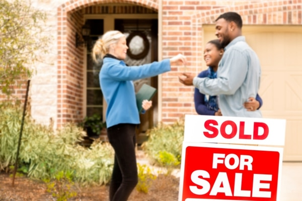 A Realtor's advice can be invaluable, but real estate agents need to know what you're looking for, and what you can't do without, before they help narrow the field. (fstop123/Getty Images)
