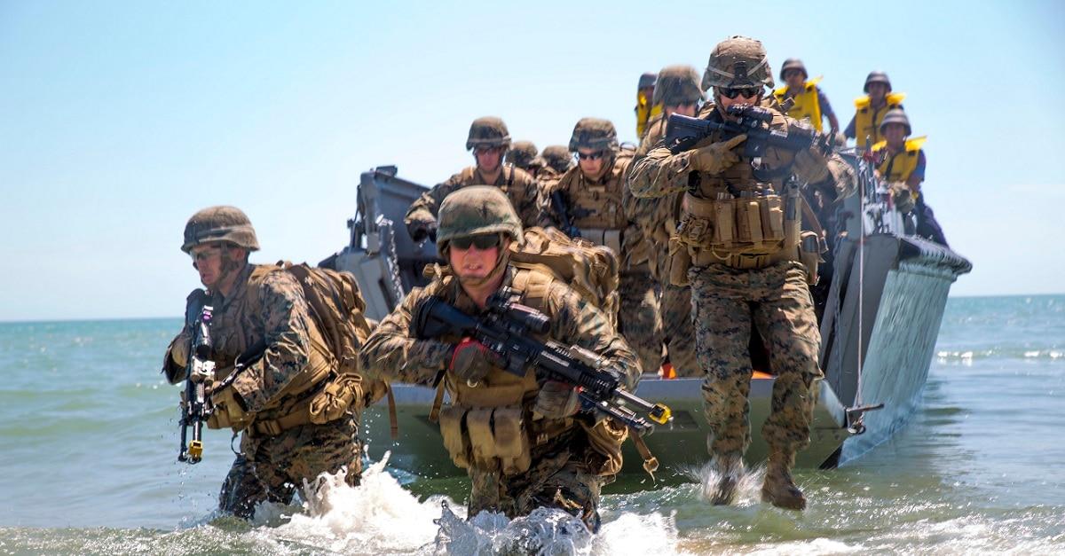 US Army 2nd Support Brigade OD Green /& Black uniform patch m//e