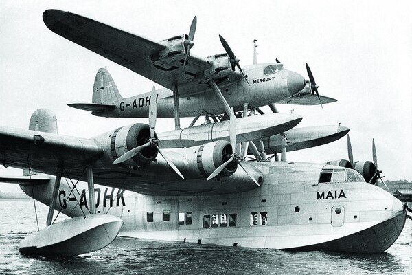 The British-built Short S.20 Mercury mailplane got a lift from the S.21 flying boat Maia, enabling it to reach Egypt from England. (Sueddeutsche Zeitung Photo/Alamy)