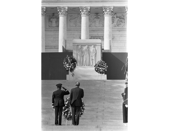 Army Maj. Gen. Frederic Davison, left, and President Gerald Ford participate in a ceremony at Arlington National Cemetery in 1974. (Gerald R. Ford Presidential Library via National Archives)
