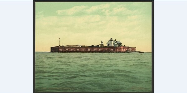 Fort Sumter, Charleston, South Carolina, in 1901. (Originally published by the Detroit Photographic Co., now in the Library of Congress)
